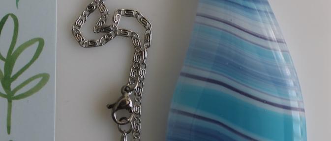 Halsketting blauw gestreept