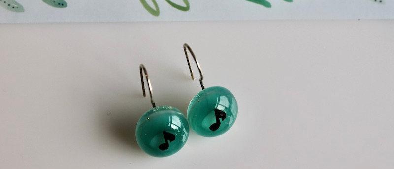 Oorbellen groen muzieknoot