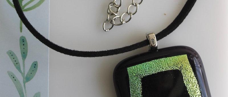Halsketting paars groen/geel