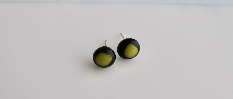Oorbellen zwart geelgroen