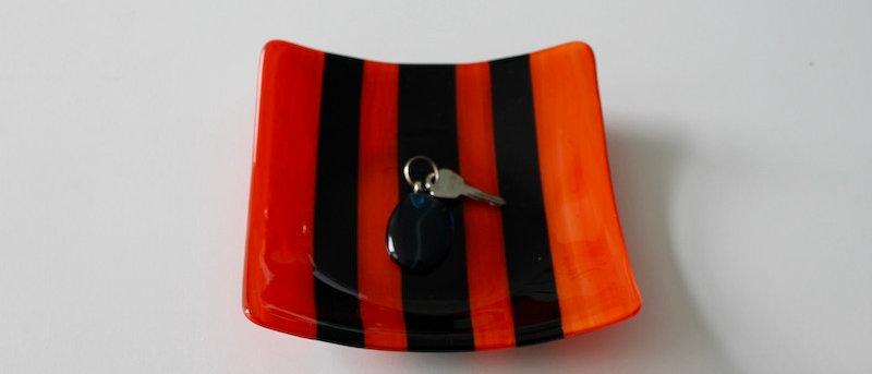 Schaal oranje-zwart gestreept