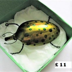 BB3 spotty beetle brooch