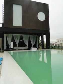 living-hacia piscina