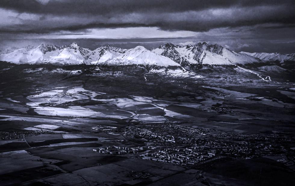 Slovakia, Tatra mountains and a town, bi