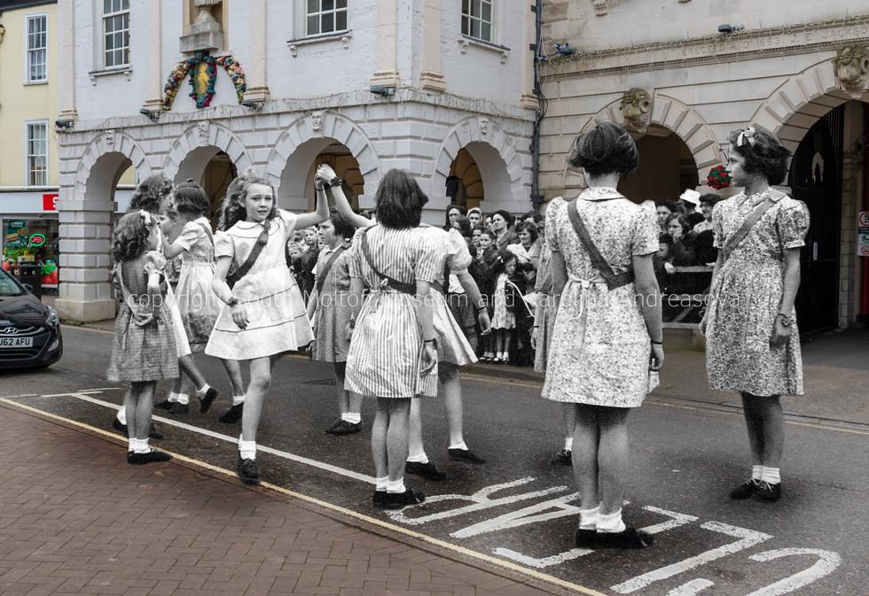 08 dancing girls 03 MERGED.jpg
