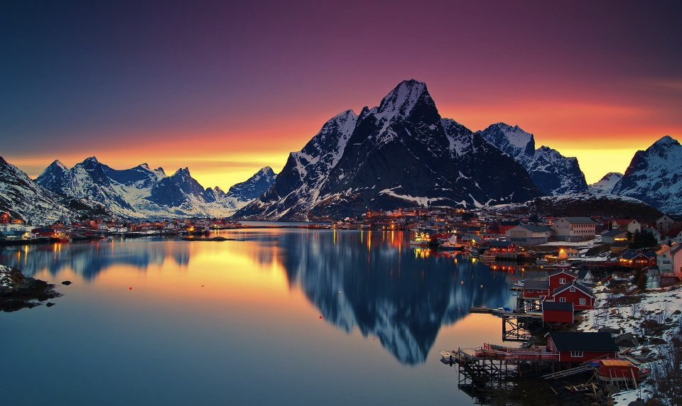 midnight-sun-in-lofoten-norway-©2013-Christian-Bothner