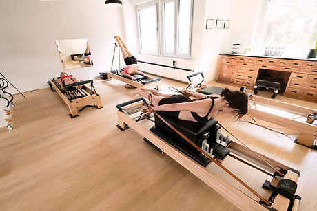 CorePilates_Footwork_Long-Spine_Pulling- Straps_01.jpg
