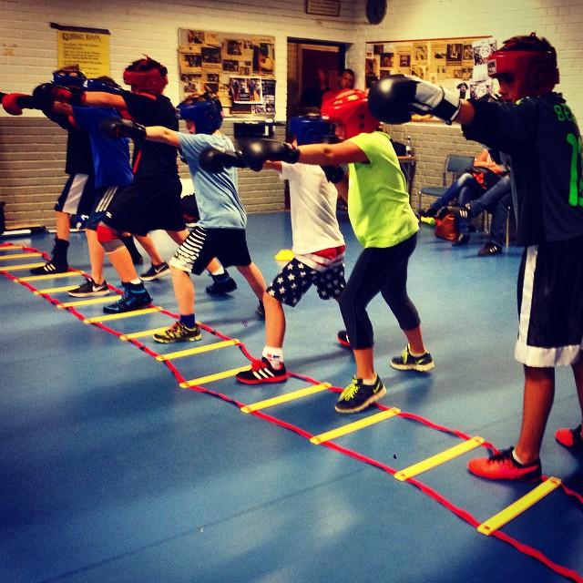 Träning_med_barngruppen,_kalmar_boxningsklubb.jpg