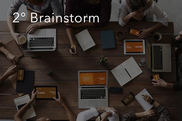 """Hora de juntar o time de criativos treinados e especializados em logotipos para debater sobre sua futura marca. É nessa etapa que nossa filosofia se enquadra com total rigorosidade: """"A harmonia perfeita entre a essência do cliente e o que sabemos que funciona pro mercado atual e futuro"""". Nada sai do brainstorm sem a assinatura de todos os envolvidos."""