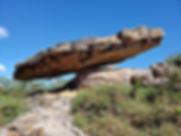 Pedra-Chapéu-do-Sol-em-Cristalina.jpg