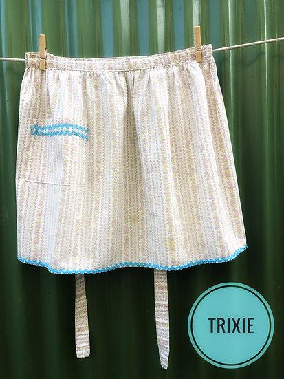 vintage apron with aqua rickrack trim