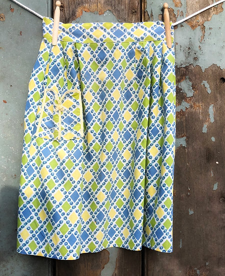 blue and yellow diamond apron with yellow trimmed pocket
