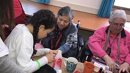 תלמידה מורחת לק לקשישה