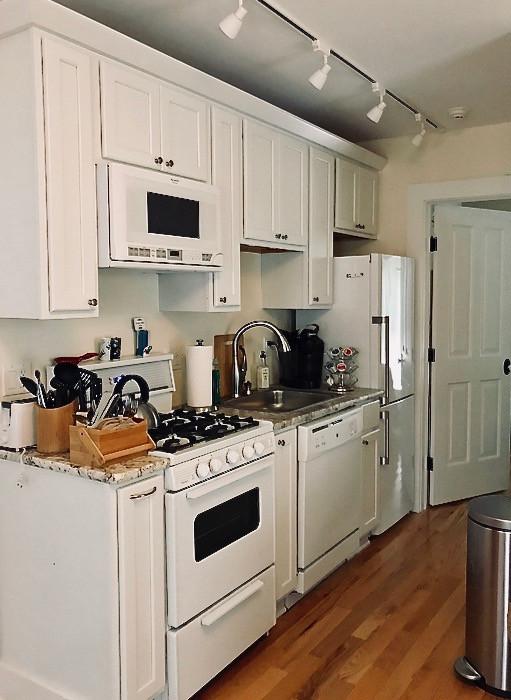 11489_largeapartment_104_kitchen-3.jpg