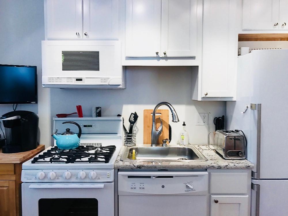11514_largeapartment_203_kitchen.jpg