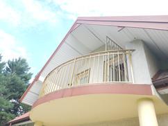 żółta balustrada na balkon