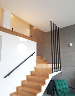 balustrada pomalowana na czarno