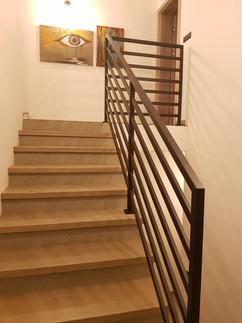 brązowa balustrada pomalowana proszkowo