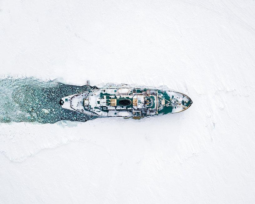 Icebreaker Sampo cruising across the fro