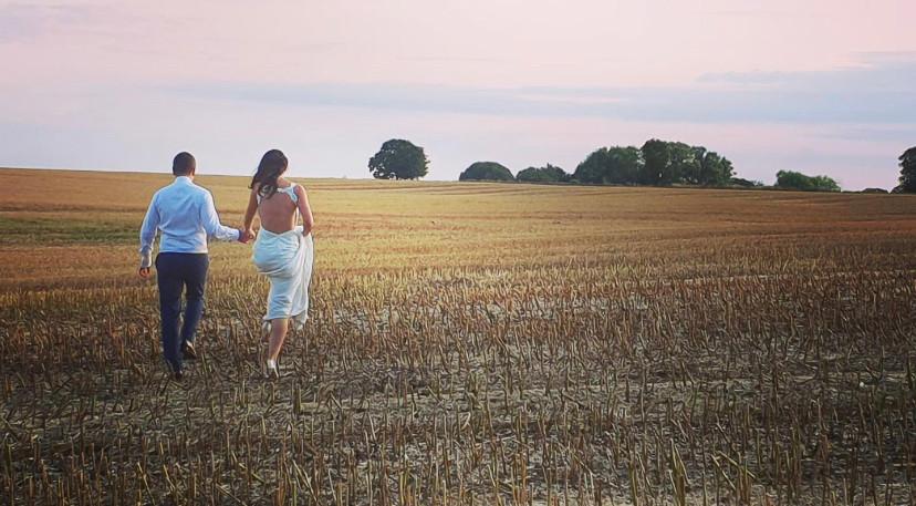 Newleyweds in the cornfields