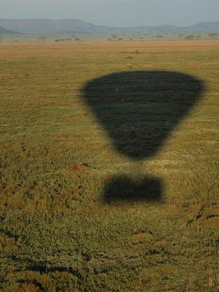 Ombrage d'une montgolfière, Afrique © niesim