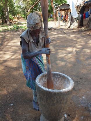 Dame Africaine, Farine de manioc © niesim