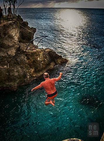 Le saut, Negril, Jamaïque © niesim
