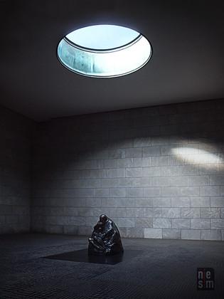 Piéta-La mère et son fils mort, Berlin, Allemagne © niesim