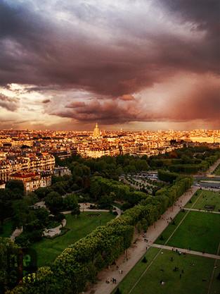 Champs de Mars de la Tour Eiffel, Paris, France © niesim