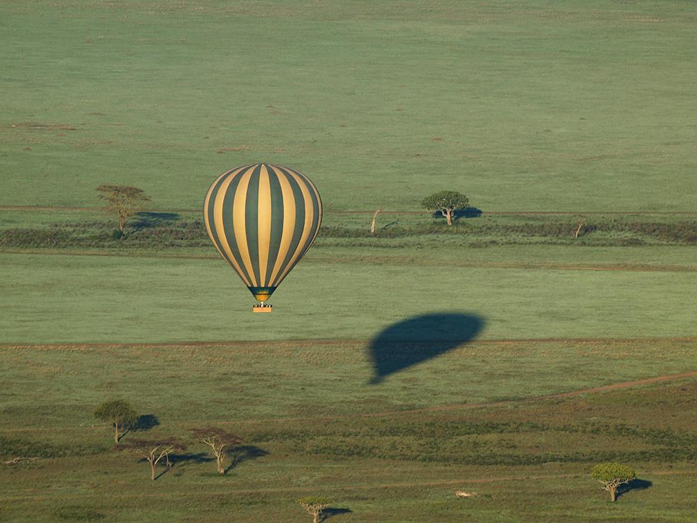 Petit matin, mongolfière, Afrique©