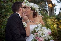 Un baiser...Jonathan & Virginie les mariés © niesim
