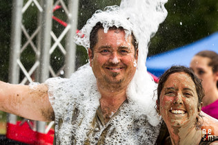 Simon & Julie 5k foamfest 2017