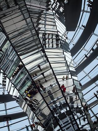 Coupole du parlement de Berlin, Allemagne © niesim