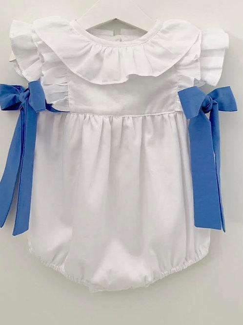 Fofo branco com laços azuis