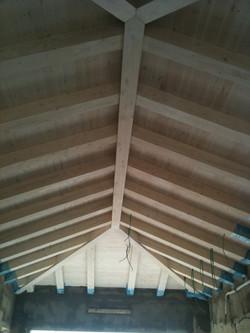 תקרה מעץ גושני מוברש לבן 101