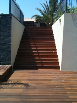מדרגות למפלס תחתון