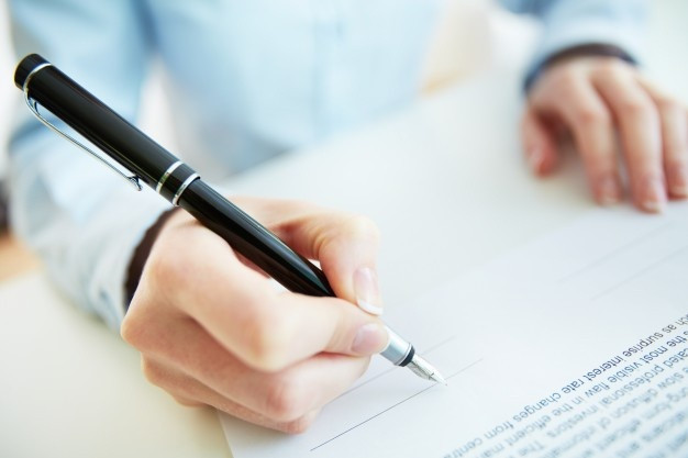 firmando-contrato_1098-2085.jpg