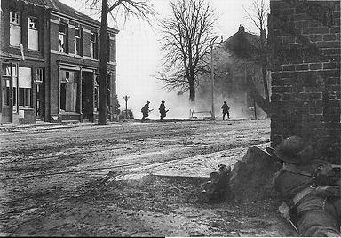 1945 feb 1945 bevrijding witte olifant.j