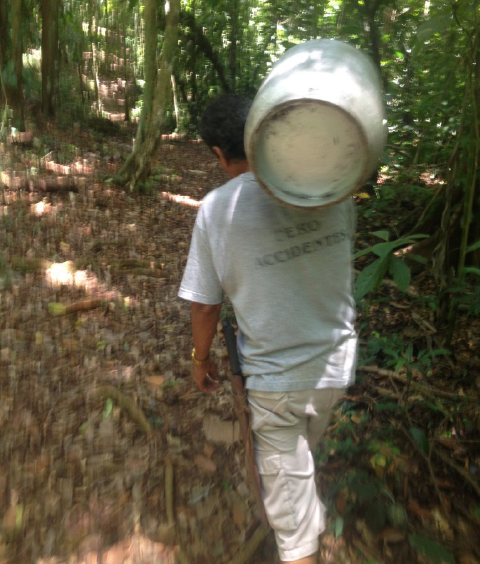 A local machete yielding tico in the jungles of Costa Rica