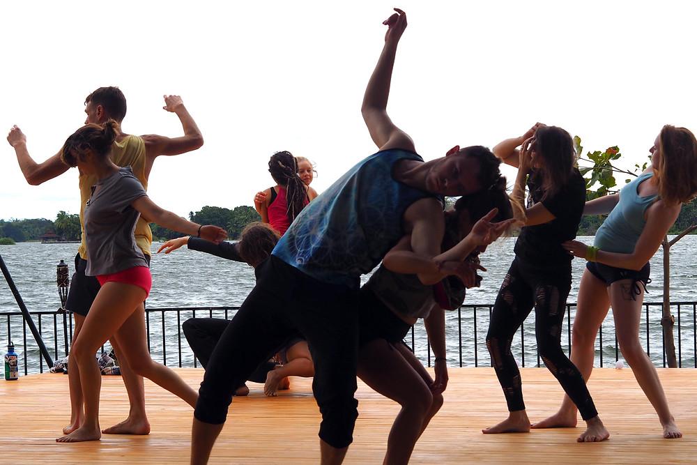 Momentom Collective circus island contact improv workshop led by Jeff Kirdeikis and Lisa Renee