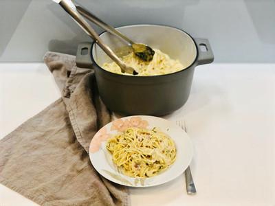 One-Pot Spaghetti in Sahnecreme mit Gartenkresse