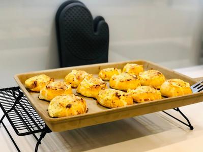 Deftige Blätterteig-Schnecken mit Käsefüllung zubereitet auf dem Ofenzauberer