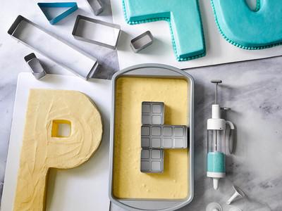 Buchstabenform - Kuchenform für Nummern und Buchstaben   Pampered Chef®