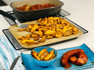 "Currywurst ""Cowboy-Art"" mit leckerer Currysauce | große Ofenhexe® | Pampered Chef®"