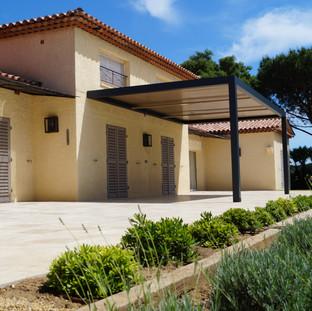 Aanleg terras met travertijn, Sainte Maxime