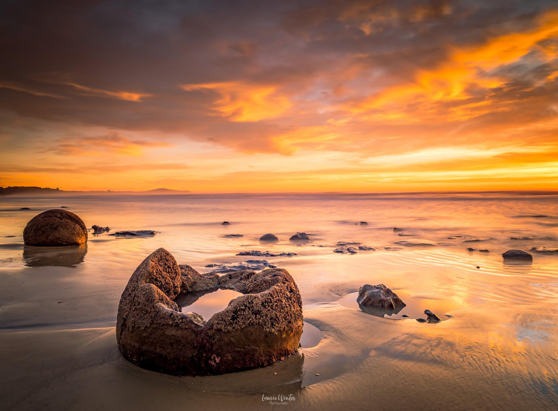 sunrise-moeraki-boulders-oamaru-new-zeal