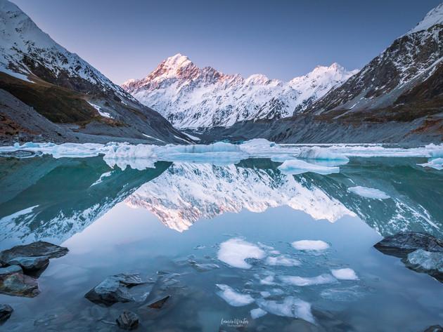 Hooker Lake Icebergs Mt Cook