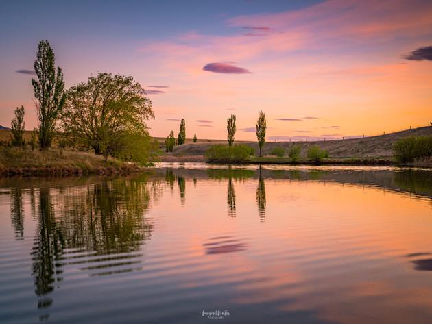 Sunrise at Loch Cameron in Twizel