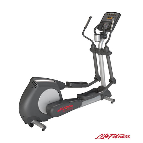 Club Series Elliptical Cross Trainer (Life Fitness)