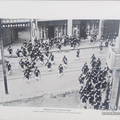 1932年上海华和公司发卖的《昭和七年上海事变》内约50页用照片记录了事件的整个过程.jpg